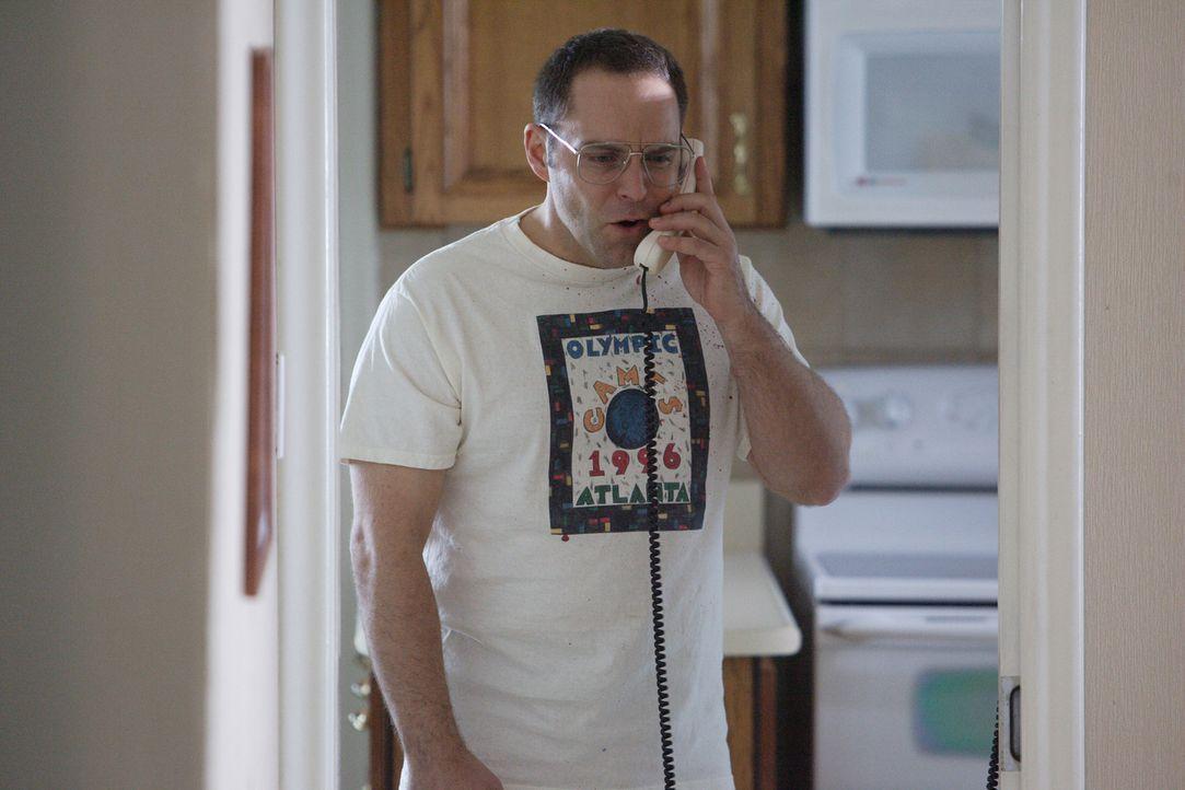 Am 29. August 1995 wählt Mark Winger (David Battistella) den Notruf und erzählt, er habe einen Mann getötet, der mit einem Hammer seine Frau erschla... - Bildquelle: Ian Watson Cineflix 2007