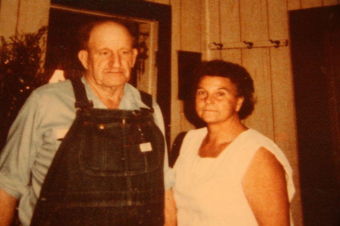 Die Eheleute Ray und Faye Copeland aus Missouri ermordeten aus Geldgier fünf ihrer Gelegenheitsarbeiter, die sie anschließend nahe ihrer Farm vergru...