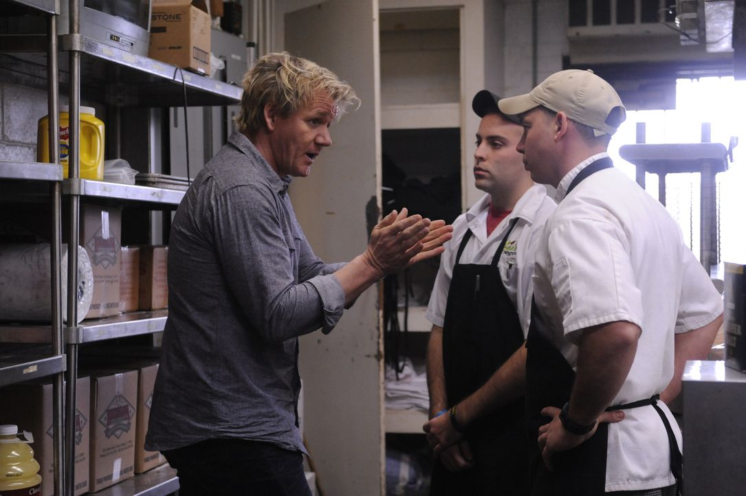 Kann Gordon Ramsay (l.) den Besitzern eines typischen Südstaaten-Restaurants helfen, ihr Lokal zu retten? - Bildquelle: Jeffrey Neira Fox Broadcasting.  All rights reserved.