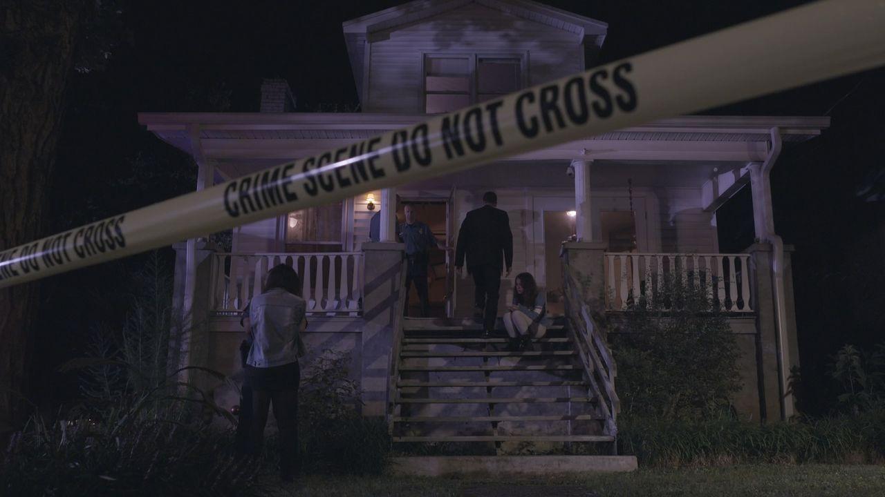 Drei maskierte Männer stürmen das Haus von Lee und Becky in Colorado Springs und erschiessen ihren Freund, Jungunternehmer Kelly Knudson kaltblütig.... - Bildquelle: Jupiter Entertainment