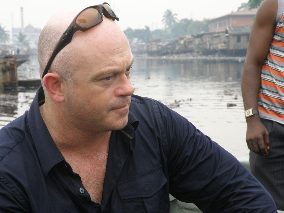 Ross Kemp begibt sich zu den weltweit schlimmsten Piraten-Hotspots und sucht die Männer, die für den Terror auf See verantwortlich sind ... - Bildquelle: Tiger Aspect Productions 2009