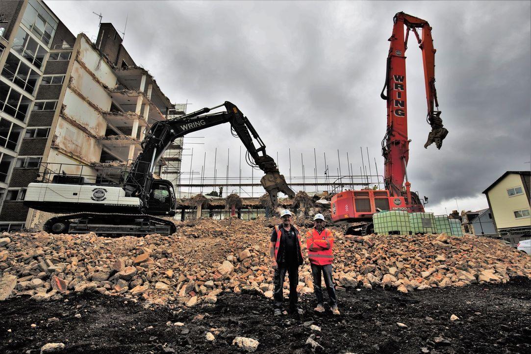 In London müssen laufende Arbeiten abrupt gestoppt werden, als im sechsten S... - Bildquelle: Back2back Productions Ltd