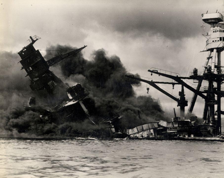 Am 7. Dezember 1941 begann der japanische Luftangriff auf Pearl Harbor, der 2400 US-Bürgern das Leben kostete. - Bildquelle: 2011 A&E TELEVISION NETWORKS.