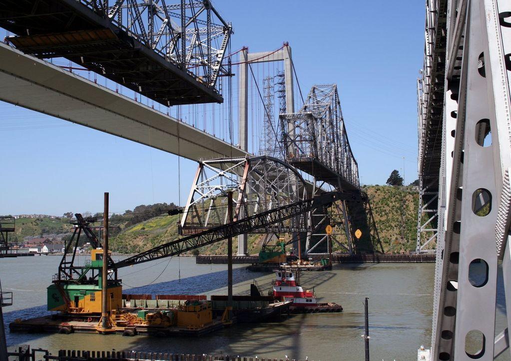 Einst war sie eine der längsten Straßenbrücken der Welt, jetzt hat ihre letzte Stunde geschlagen, die Carquinez-Brücke bei San Francisco. 22 Tausend... - Bildquelle: National Geographic Channel
