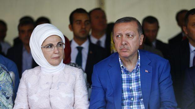Erdogan mit seiner Frau Emine.