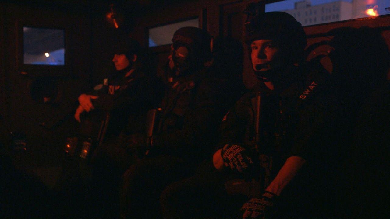In New Orleans kann die Gewalt manchmal die Nacht übernehmen. Die SWAT-Team-Offiziere gehen auf eine rasante Verfolgungsjagd, die in einer Schießere... - Bildquelle: 2015 Wolf Reality, LLC and 44 Blue Productions, Inc.  All Rights Reserved.