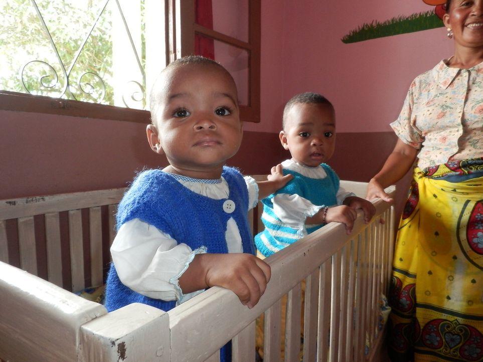 An der isolierten Ostküste Madagaskars sorgt ein Aberglaube dafür, dass Mütter von Zwillingen und die Kinder selber ausgestoßen und verlassen werden... - Bildquelle: Quicksilver Media 2012