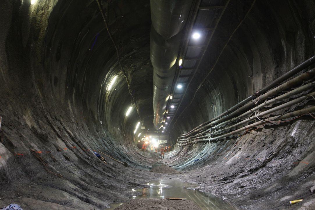 Der Gotthard-Basistunnel ist mit seinen 57 Kilometern Länge der derzeit läng... - Bildquelle: Caroline Harvey Caroline Harvey