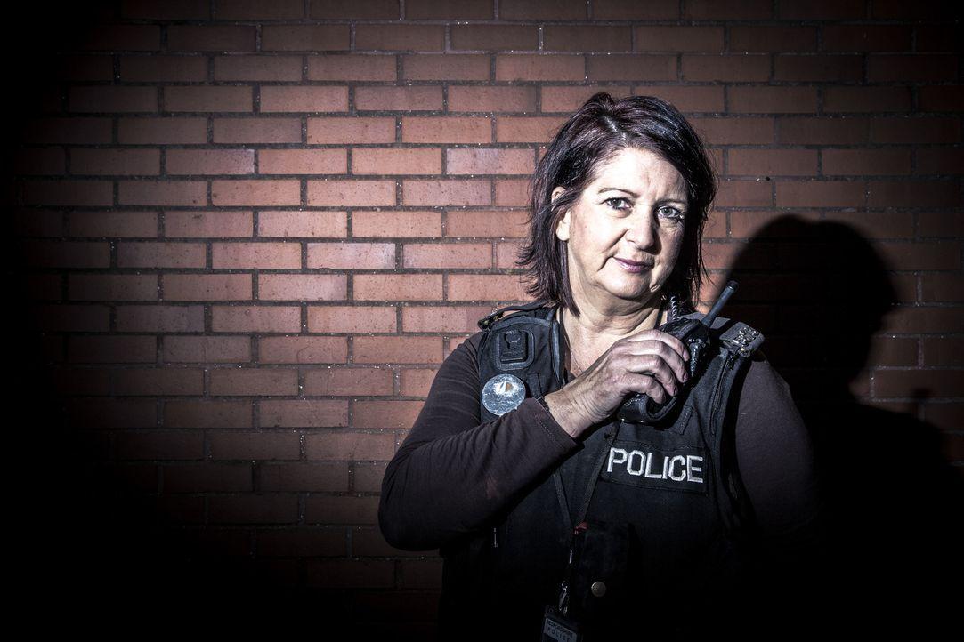 Kriminalbeamtin Cathie Layton - Bildquelle: RYAN MCNAMARA 2014