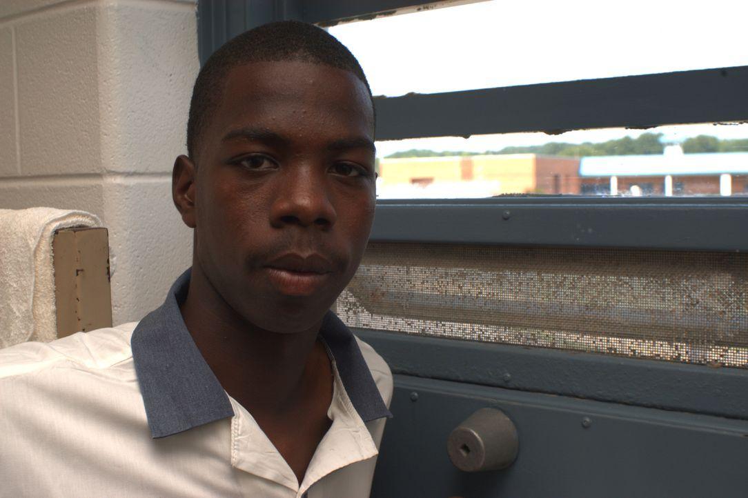 Die Insassen, wie Rodriques Dukes, kämpfen im berüchtigten Hays State Prison Tag für Tag ums Überleben ... - Bildquelle: Derek Bell part2 pictures