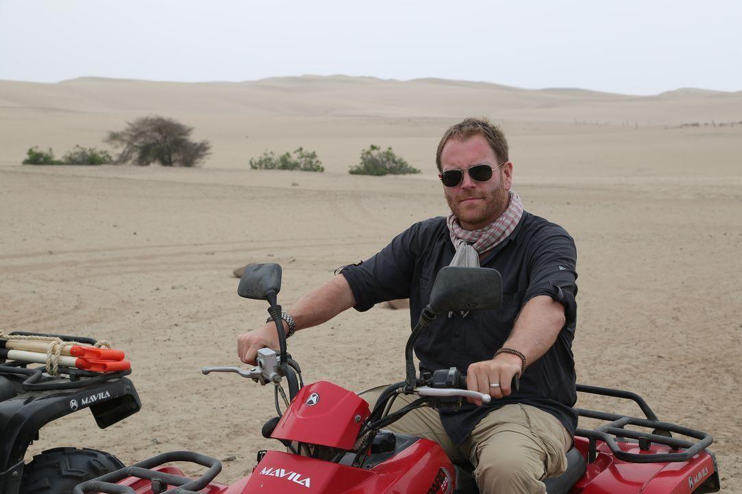 Was steckt hinter den kilometerlangen Linien und Tierfiguren, die vor Jahrtausenden in die Wüste gescharrt wurden? Josh will diesem Phänomen auf den... - Bildquelle: 2015, The Travel Channel, L.L.C. All Rights Reserved.