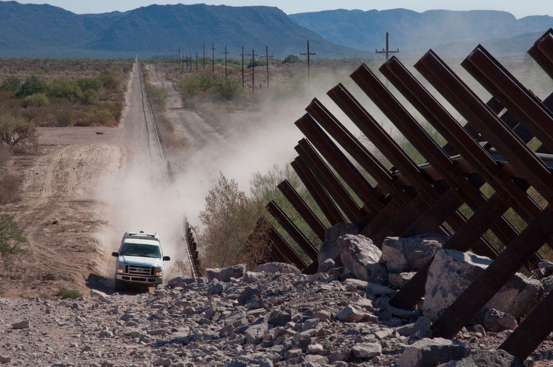 Diesmal sind die Beamten an der Grenze zu Arizona im Einsatz. Bereits nach k... - Bildquelle: Licenced by Fox NCG Distribution (UK) Limited
