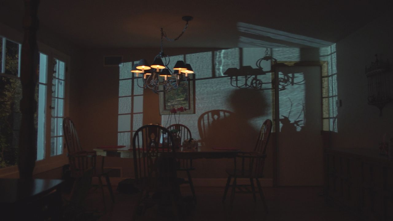 Amy Weidner wurde in ihrem Schlafzimmer sexuell missbraucht und anschließend brutal ermordet. Da nichts auf einen Einbruch hinweist, ermittelt die P... - Bildquelle: LMNO Cable Group