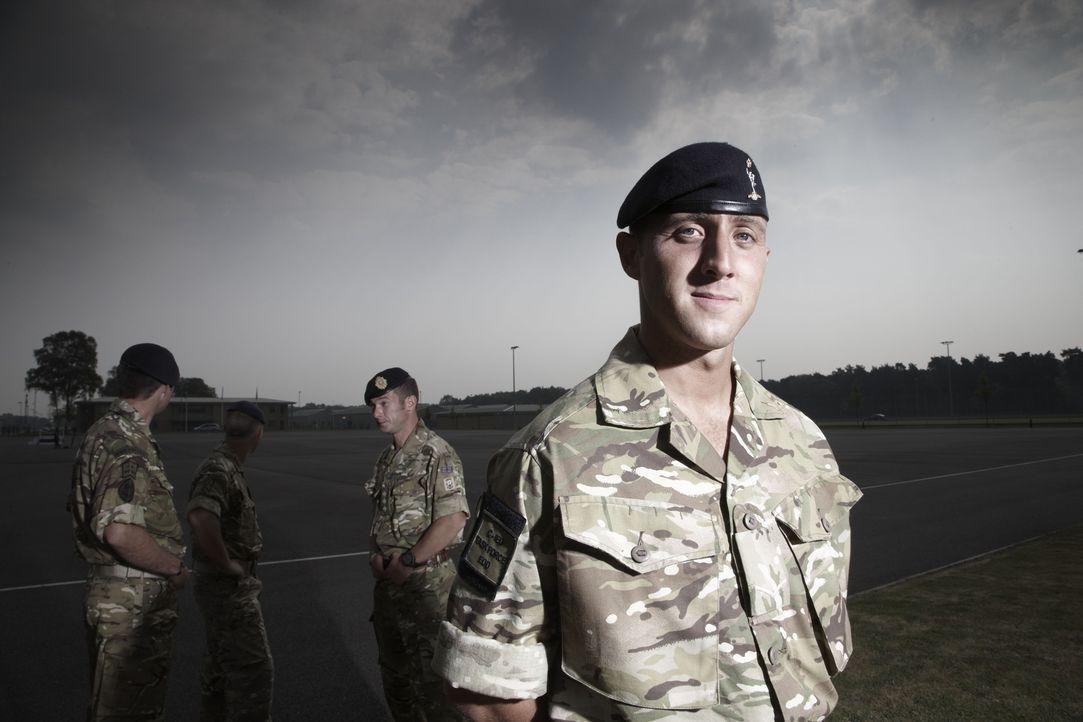 """Jeder Einsatz kann sie das Leben kosten! """"Bomb Squad"""" begleitet die Arbeit von Bombenentschärfungsteams in Afghanistan: Gaz ... - Bildquelle: Richard Ansett BBC"""
