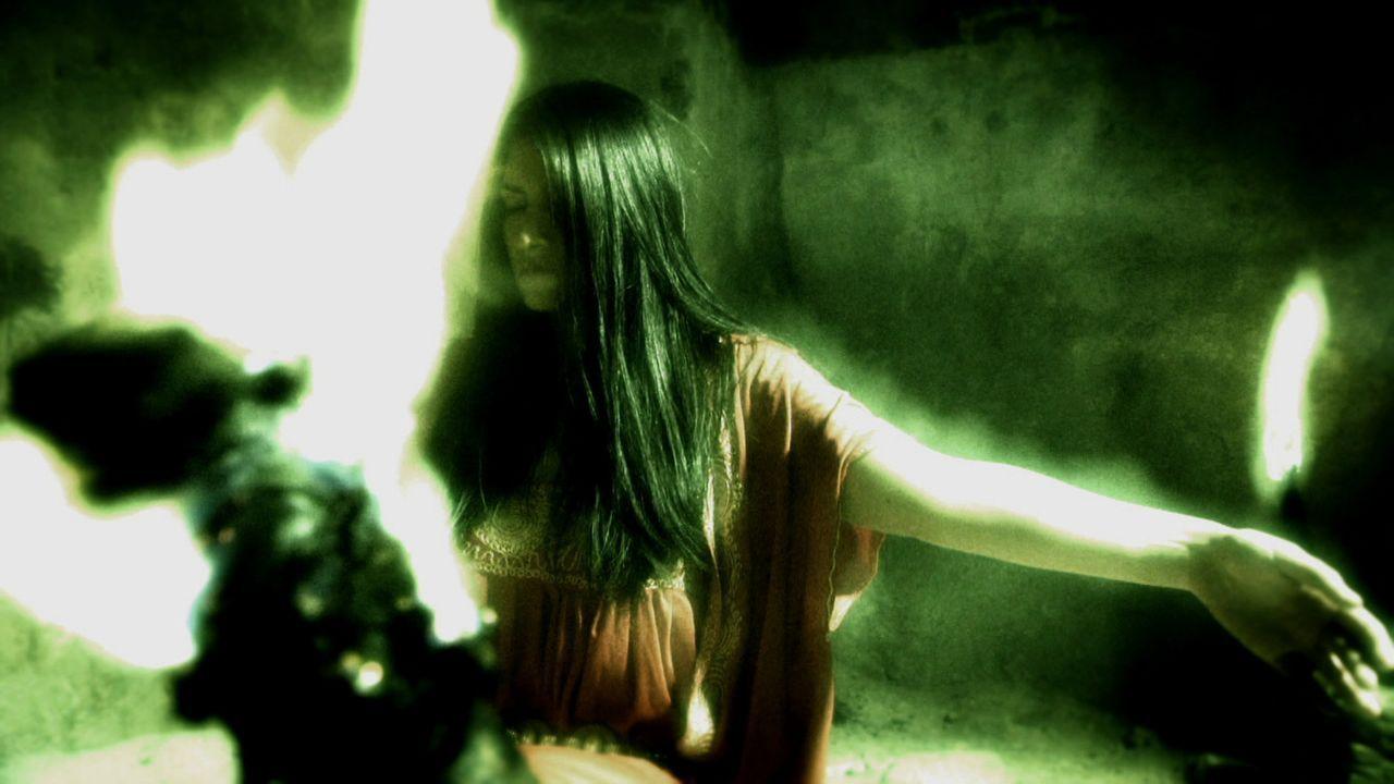 Sie zählen zu den großen Mysterien der Antike. Wer die jungen Frauen, die in wilder Trance außergewöhnliche Prophezeiungen machten? Wie machten sie... - Bildquelle: LIKE A SHOT ENTERTAINMENT 2014