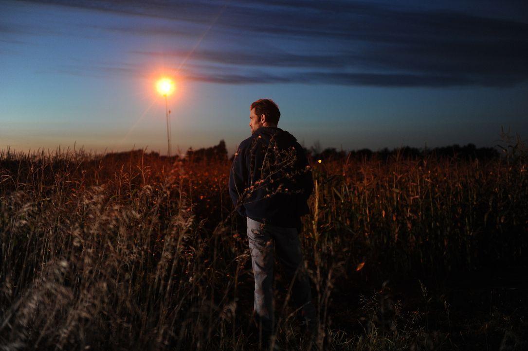 Weiß Doug Dechaine (James Andrew Fraser) mehr über den Mord und das Motiv? - Bildquelle: Jag Gundu Cineflix 2012
