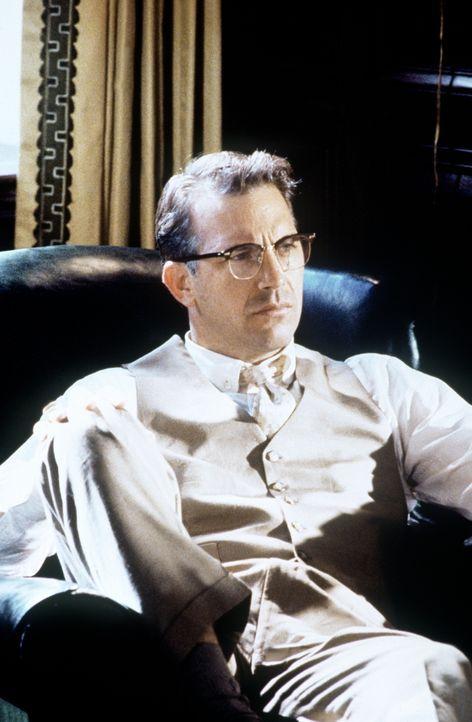 Staatsanwalt Jim Garrison (Kevin Costner) bezweifelt die Alleintäterschaft Lee Harvey Oswalds und sieht ein Komplott von Mafia, CIA und rechtsextrem... - Bildquelle: Warner Bros.