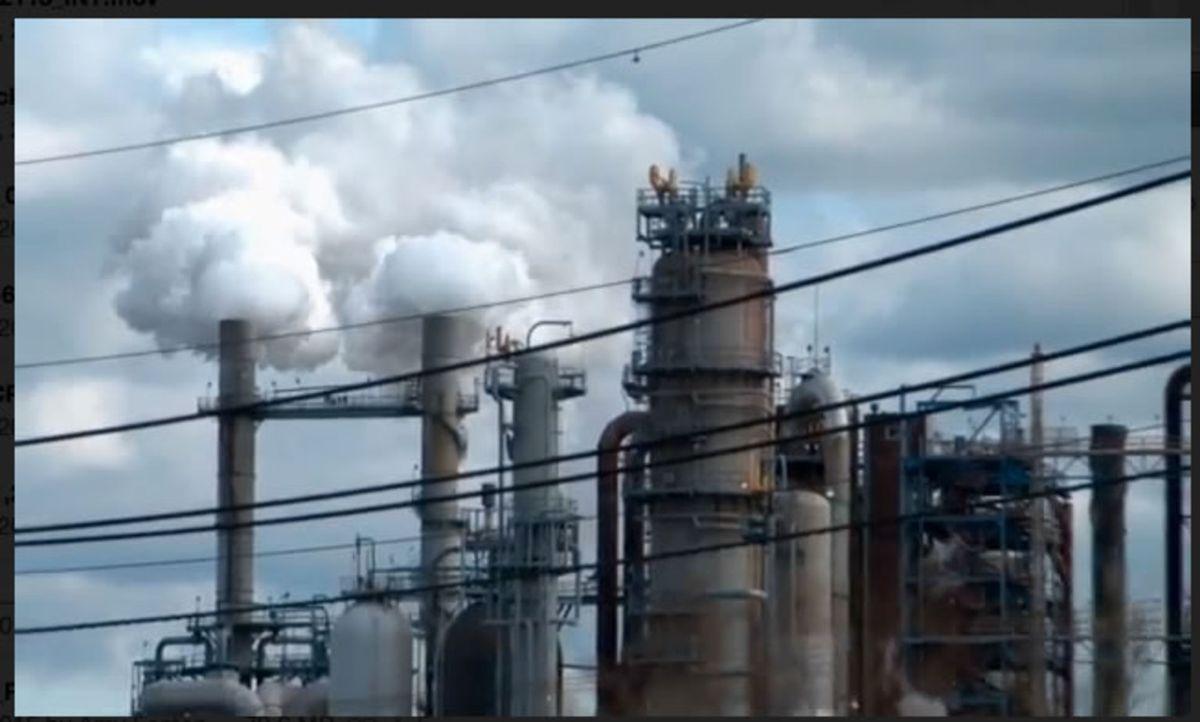 Horror-Szenario: Eine Öl-Raffinerie in Utah bricht aus, sendet Schockwellen durch die ganze Stadt und beschädigt über 100 Häuser. Was ist hier passi... - Bildquelle: 2015 A&E TELEVISION NETWORKS, LLC. ALL RIGHTS RESERVED.