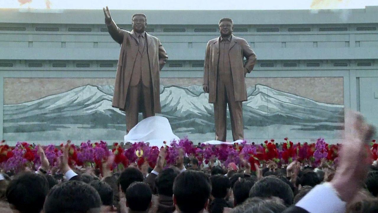 Statuen von Kim Il-Sun und Kim Jong-Il - Bildquelle: Framepool