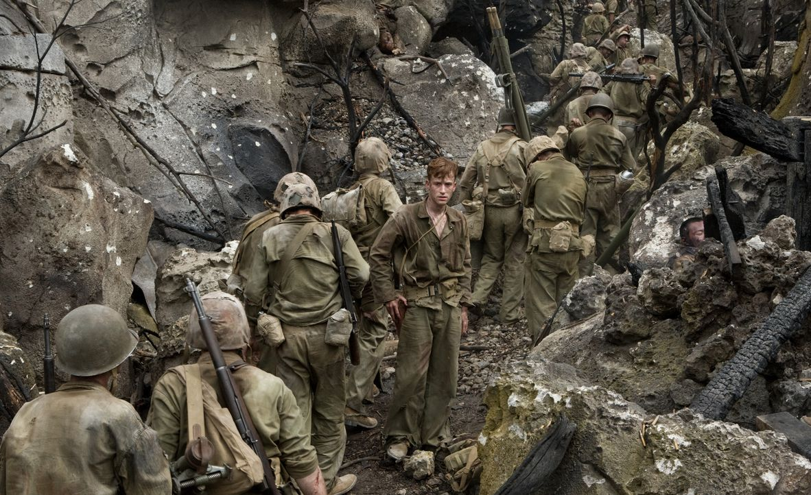Als deutlich wird, dass die Japaner bis zum letzten Mann kämpfen werden, ziehen der junge Marine Eugene Sledge (Joe Mazzello) und seine Kameraden au... - Bildquelle: Home Box Office Inc. All Rights Reserved.