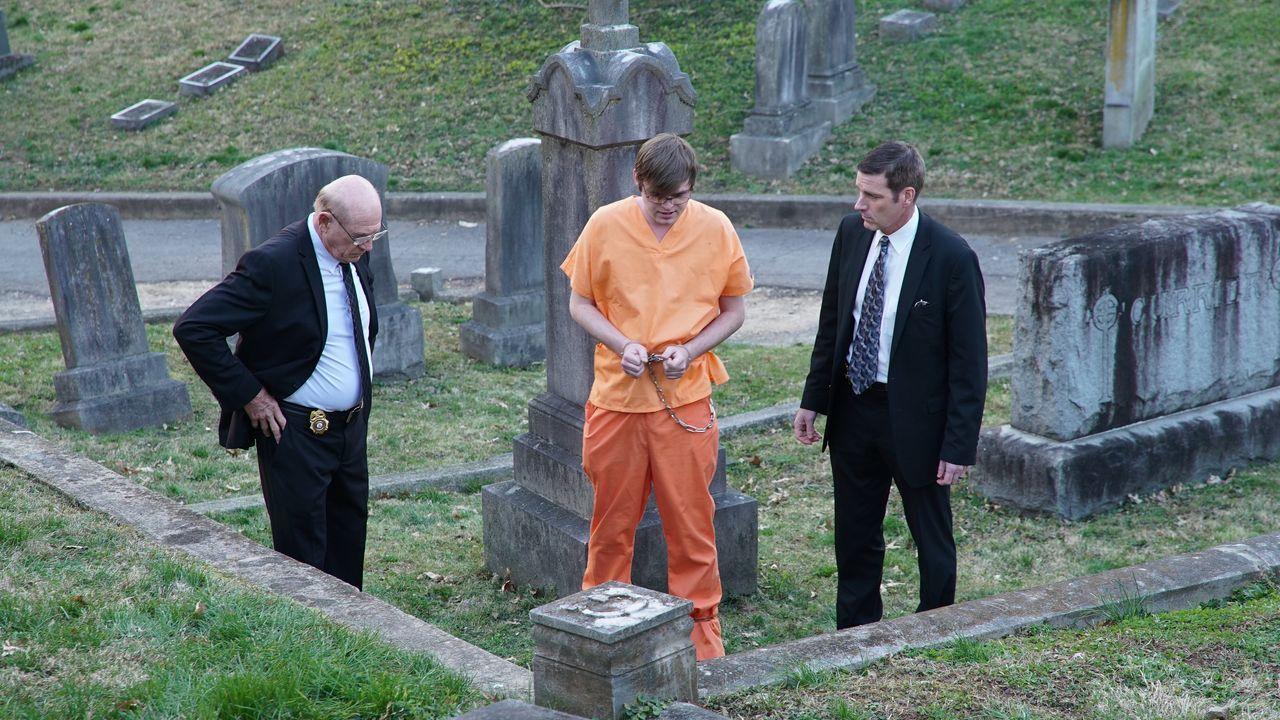 Die gefrorene Leiche einer jungen Mutter wird in einem verlassenen Friedhof ... - Bildquelle: Discovery Communications