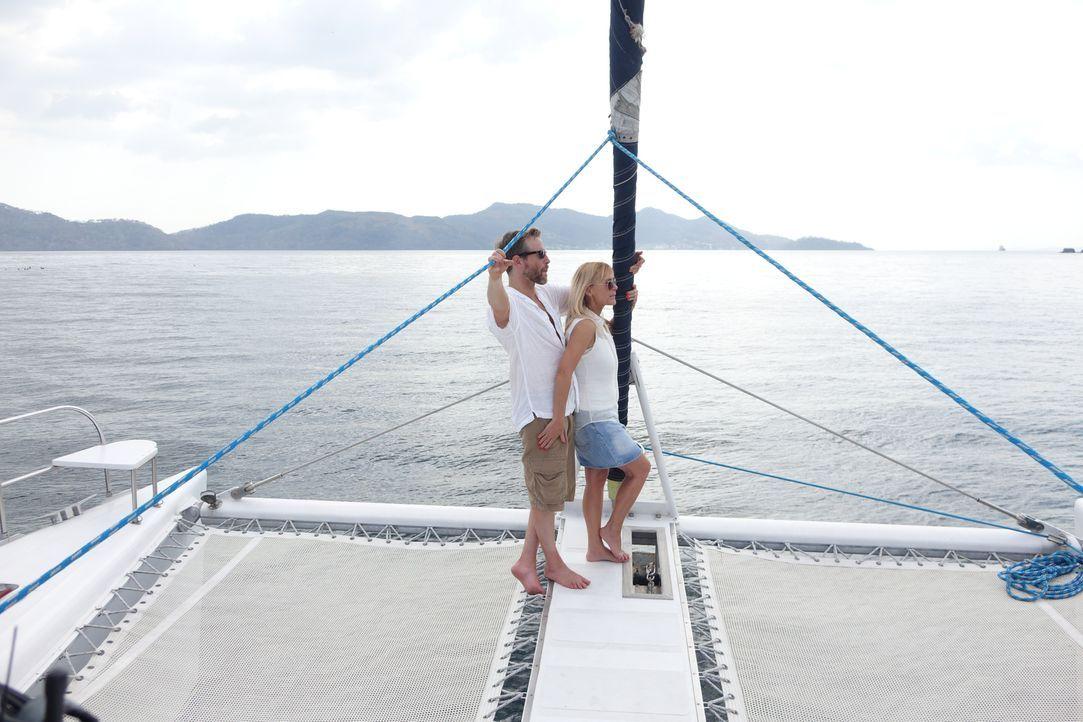Ein Bild aus glücklichen Tagen: Nachdem Keith Werle (l.) und Cher Hughes (r.) aus Florida auf eine Insel in Panana ausgewandert sind, zerbricht ihre... - Bildquelle: Alvaro Acosta Cineflix 2014