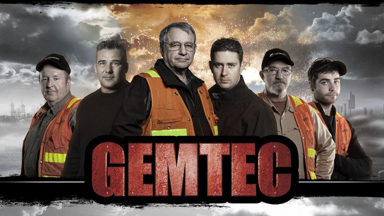 """Die Serie """"Bomb Hunters - Die Bombenjäger"""" begleitet drei Bombenentschärfungs-Teams bei ihrer gefährlichen und abenteuerlichen Suche nach der alten... - Bildquelle: 2012 PIXCOM PRODUCTIONS INC."""