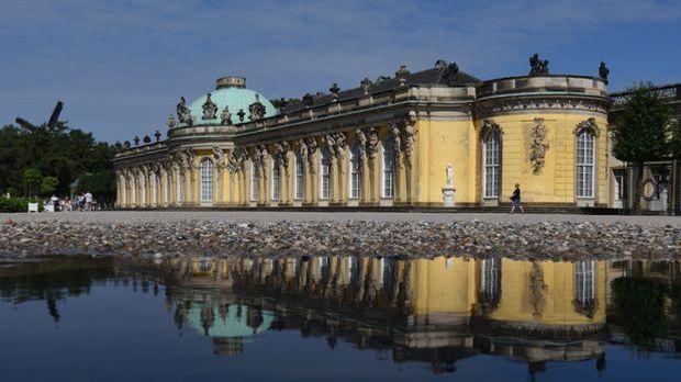 Friedrich der Große ist auch architektonisch talentiert. Sein Lieblingsschlos...