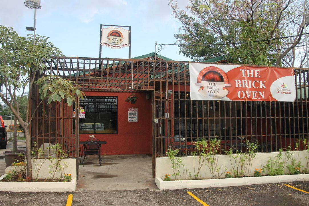 Andrew Zimmern reist nach Jamaika, um dort ganz besondere Speisen und Getränke zu versuchen ... - Bildquelle: 2015, The Travel Channel, L.L.C. All Rights Reserved