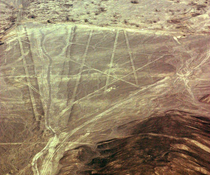 Die peruanische Wüste ist übersät mit seltsamen Linien, die nicht nur geomet... - Bildquelle: A&E Television Networks