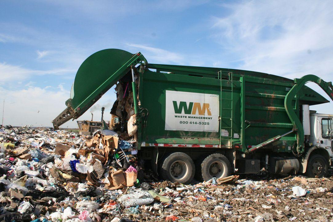 Wir Menschen produzieren überall auf der Welt Tonnen an Müll und Feststoffabfall. Für alles Unverwertbare sind die Müllpressen zuständig. Ein großer... - Bildquelle: PMF/Klaire Markham