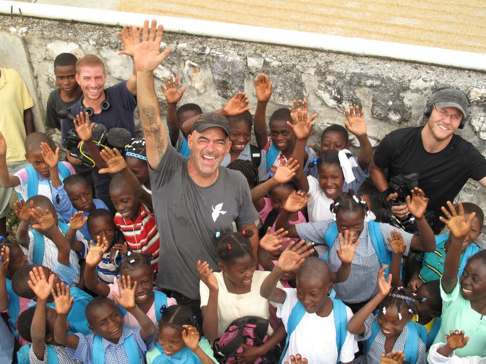 Todd Carmichael (M.) begibt sich auf die Suche nach exotischen, seltenen und kostbaren Kaffeesorten. Dieses Mal reist er nach Haiti ... - Bildquelle: 2012, The Travel Channel, L.L.C. All rights Reserved.