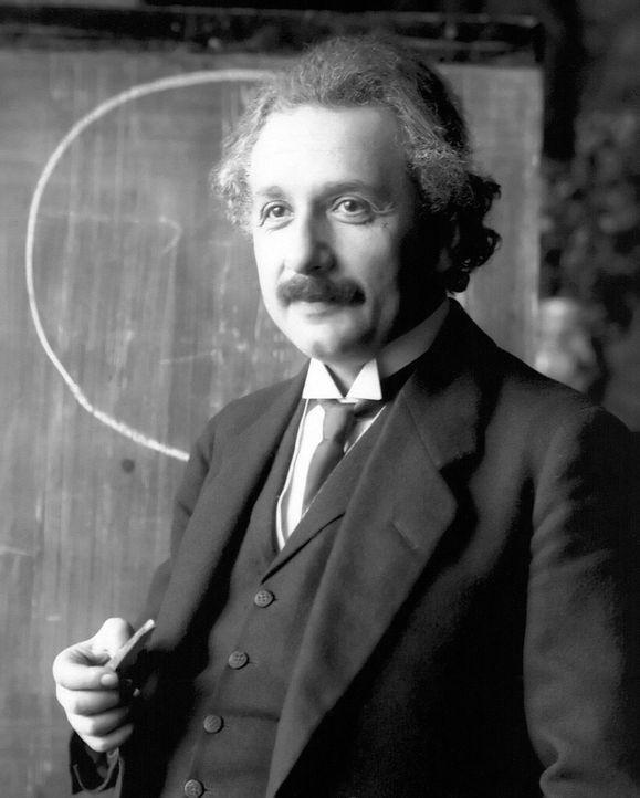 Zeit und Raum stehen in einem merkwürdigen Verhältnis: Einsteins Relativitätstheorie bewies, dass die Zeit nicht konstant in verschiedenen Bezugsrah... - Bildquelle: Wikimedia