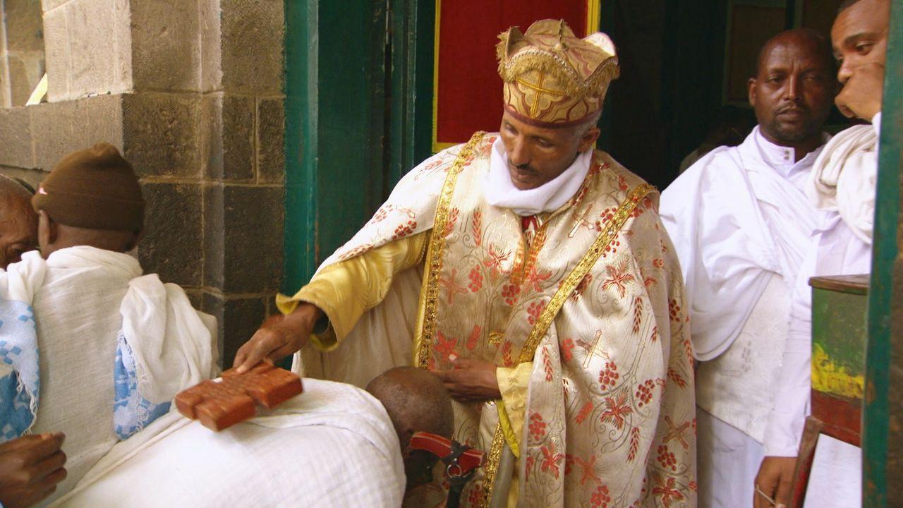 """Inzwischen wurden viele """"Bundesladen"""" gesehen, die an Feiertagen durch die Straßen Äthiopiens getragen wurden. Die Bundeslade war ein Symbol Gottes,... - Bildquelle: TCB Media Rights Ltd."""