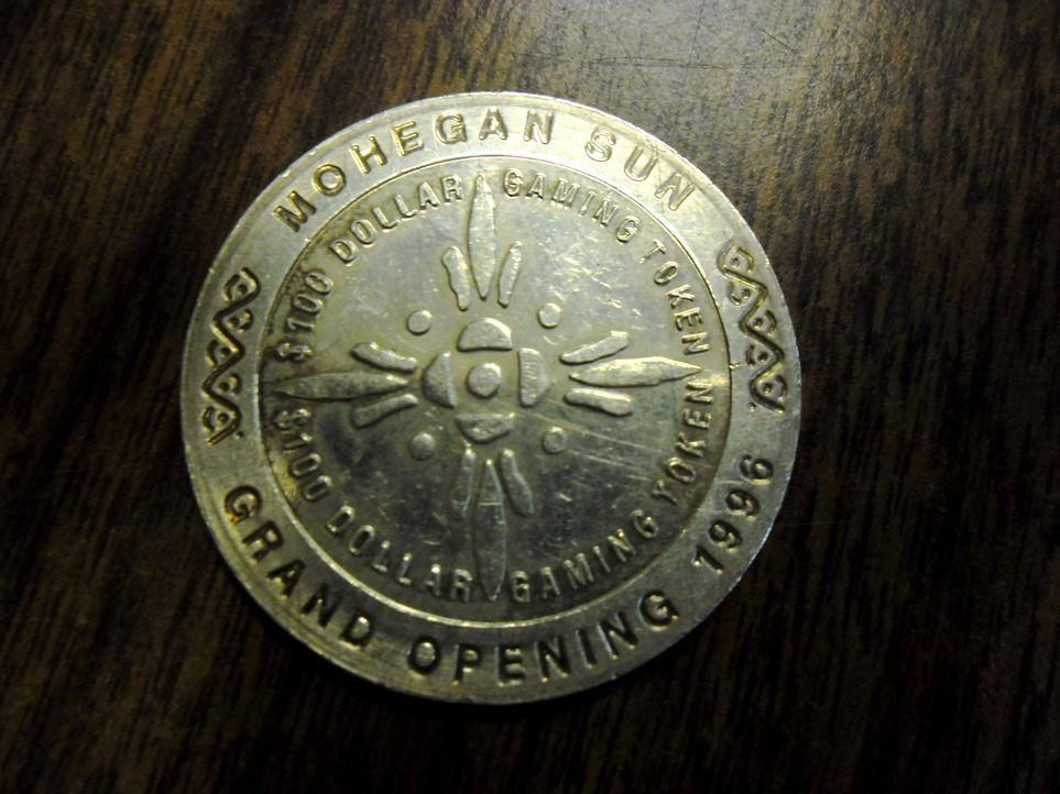 Don Wildman erkundet das Connecticut State Police Museum, in dem es höchst faszinierende Artefakte, wie die glänzenden Münzen zu bewundern gibt, die... - Bildquelle: The Travel Channel, L.L.C. All rights reserved.