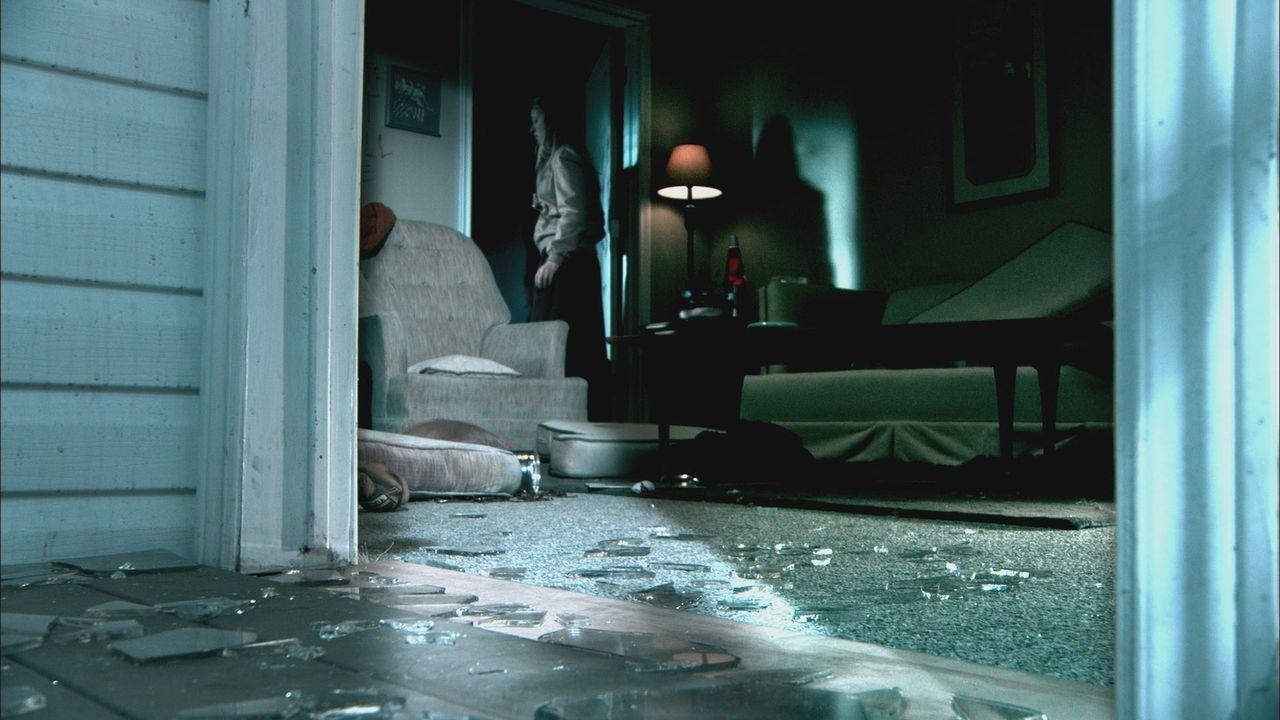In Ada, Oklahoma, wird die 21-jährige Debbie Sue Carter in ihrer Wohnung vergewaltigt, geschlagen und schließlich erwürgt. Als ihre Freundin sie dor... - Bildquelle: Cineflix 2012