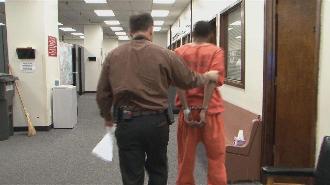 Die Arbeit der Ermittler in den ersten 48 Stunden nach einem Verbrechen ist oft entscheidend für die Klärung von Mordfällen, Überfällen, Vergewaltig... - Bildquelle: 2013 A+E Networks, LLC. All rights reserved.
