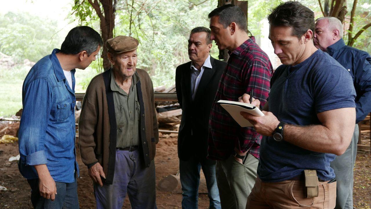 Gerrard Willams (r.), Tim Kennedy (2.v.r.), Steve Rambam (3.v.r.) und ihre Mitstreiter auf der Suche nach dem, was wirklich mit Adolf Hitler am Ende... - Bildquelle: A&E Television Networks