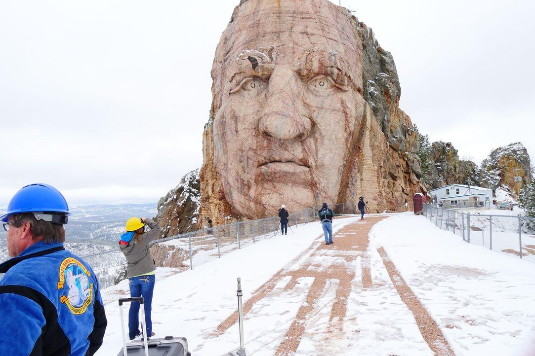 Um das erstaunliche Monument Mount Rushmore, in dem vier riesige Gesichter von amerikanischen Präsidenten zu sehen sind, ranken sich einige Geheimni... - Bildquelle: Indigo Films/ DCL