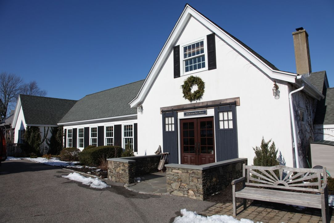 Eine Familie findet ihr Wohnglück in einem alten Gewächshaus, während eine F... - Bildquelle: 2013, HGTV/Scripps Networks, LLC. All Rights Reserved.