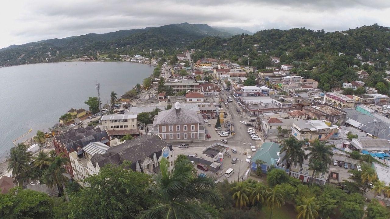 Für seine neueste Kaffeegetränk-Erfindung reist Todd nach Jamaika. Dort findet er den berühmten Blue Mountain Kaffee. Nebenbei erkundet er die Insel... - Bildquelle: 2015, The Travel Channel, L.L.C. All Rights Reserved.