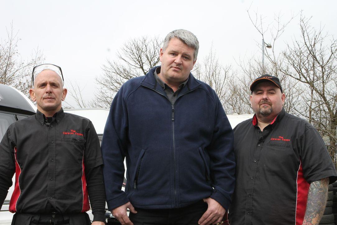 """Abrwack-Profis: Die """"Caravan Breakers"""" zerstören alte Wohnwagen und recyclen die Metalle und Rohstoffe ... - Bildquelle: Back2Back Productions Limited"""