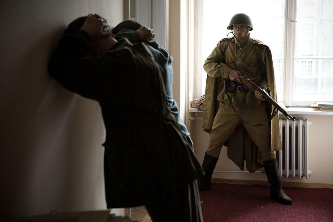 NS-Angriff auf die Rote Armee: 1941 fallen die Nazi-Soldaten in die Sowjetunion ein. Die schlecht trainierten sowjetischen Truppen haben nicht den H... - Bildquelle: Mateusz Skalski BBC