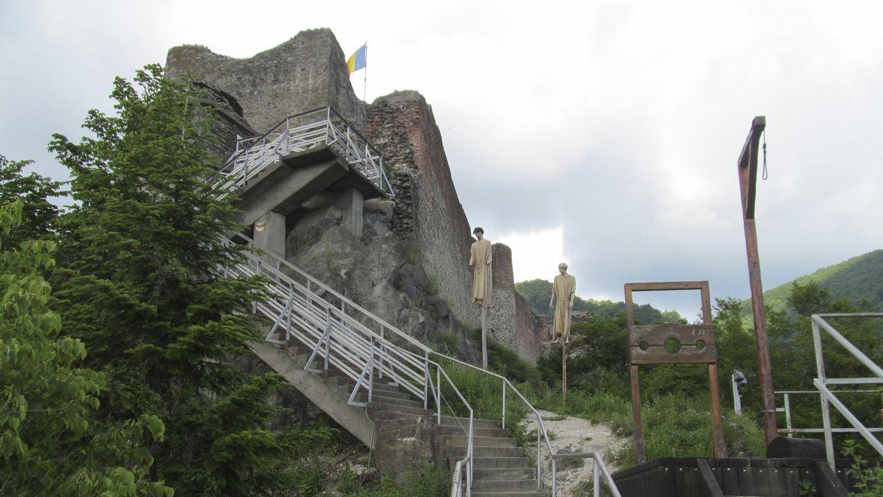 In Rumänien begibt sich Don Wildman auf die Spuren der Vampire. Der Aberglau... - Bildquelle: 2019, The Travel Channel, LLC. All Rights Reserved.