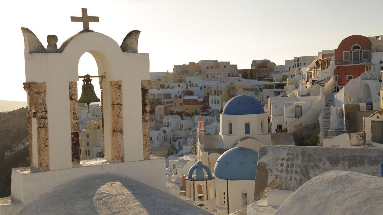 Santorini ist ein wunderschönes Fleckchen Erde und bietet allerhand kulinari... - Bildquelle: 2016,The Travel Channel, L.L.C. All Rights Reserved