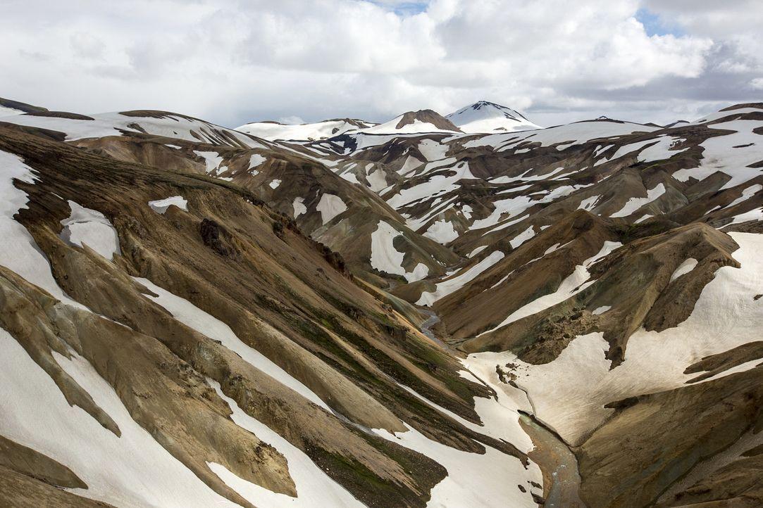 Island ist ein atemberaubendes Land voller Kontraste - riesige Gletscher ragen über wasserspeiende Geysire. Bill Weir nimmt uns mit in das Land von... - Bildquelle: Bill Weir 2015 Cable News Network. A Time Warner Company. All Rights Reserved.