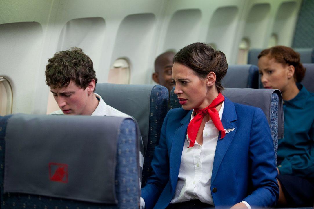 Bevorstehende Tragödie: Stewardess Sonia Hartwick (Shauna Bradley) bemerkt, dass auf dem Air Ontario-Flug 1363 etwas nicht stimmt. Die Maschine begi... - Bildquelle: Darren Goldstein Cineflix 2009