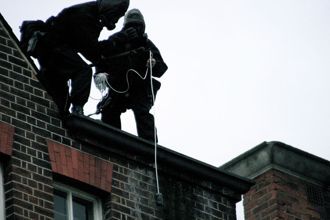 """""""Spezialeinheiten im Einsatz"""" rekonstruiert diesmal den Einsatz der britischen Spezialeinheit SAS in der iranischen Botschaft im Jahr 1980 und zeigt... - Bildquelle: James Leigh 2008 DANGEROUS FILMS"""