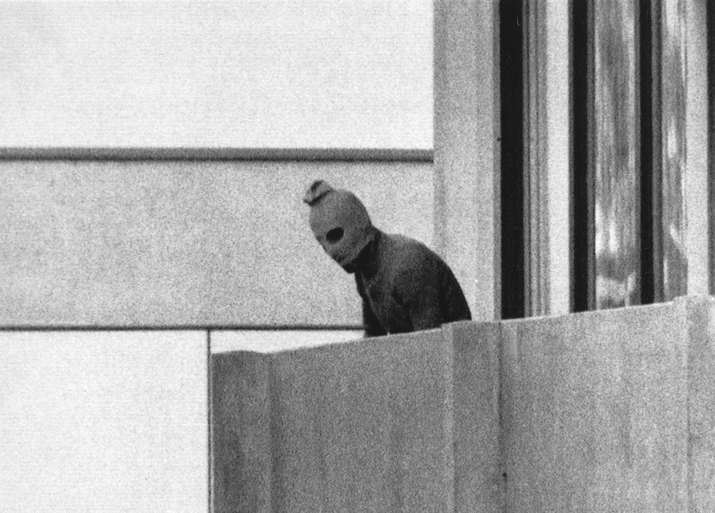 Kurt Strumpf schoss das furchteinflößende Foto eines Terroristen in Sturmhau... - Bildquelle: Touchdown Films