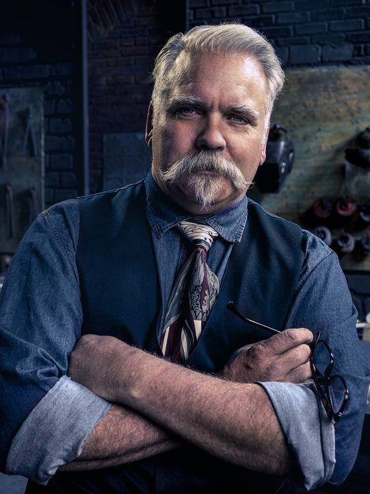Sucht mit seinen Jury-Kollegen den besten Waffenschmied: Waffenexperte David Baker ... - Bildquelle: A&E Television Networks